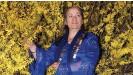 ??  ?? Die Roma-Autorin Luminiţa Mihai Cioabă hat die Bibel in die Sprache Romanes übersetzt