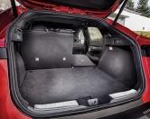 ??  ?? Багажник тоже самый ёмкий в классе: 762 л. В топ-версии дверь снабжена не только электроприводом, но и фотосенсором под бампером.