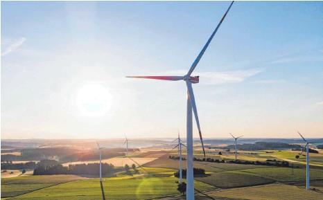 ?? FOTO: TOM WELLER/DPA ?? Zwei Prozent der Landesfläche müssten mit Windrädern bebaut werden, soll es noch was werden mit einem effektiven Klimaschutz. Das fordern mehrere Denkfabriken nun von der Politik. Die hat unterschiedliche Pläne.