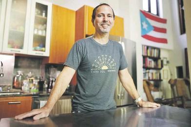 ?? Juan.martinez@gfrmedia.com ?? Eddie Ramírez es residente del Viejo San Juan y propietario de la hospedería de cinco habitaciones Casa Sol Bed and Breakfast.