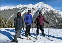 ?? SUBMITTED PHOTO TRACY LYNN ?? Skiing Mt. Norquay.
