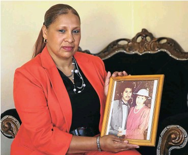 ?? Picture: Thapelo Morebudi ?? The wife of the late Calvin Anorlds, Ellen, who lost his life at the Ellis Park Stadium tragedy on April 11 2001.