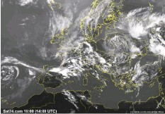 ??  ?? These Sat24. com website images reveal that what appears to be cloud in the satellite view (far left), is in fact fog that disappears in the infrared view (left) as shown here in the Celtic Sea and North Atlantic