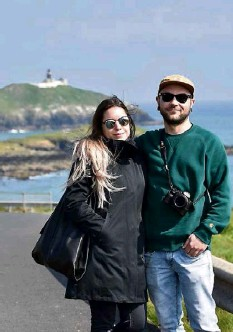 ?? Picture: Dan Linehan ?? Ballycotton lighthouse provides the backdrop for birthday girl Nera and Borja, from Cork City.