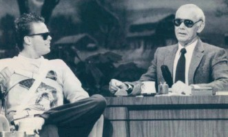 "?? FILE PHOTO ?? As an im­pres­sion­able kid in Bri­tish Columbia, Demp­ster stayed up late to watch his hero, Johnny Car­son, shown here in­ter­view­ing Bears quar­ter­back Jim McMa­hon on ""The Tonight Show"" in 1986."