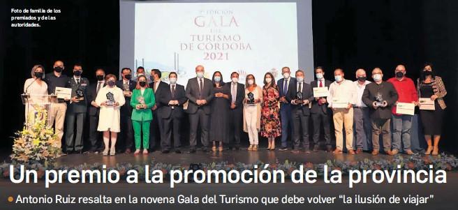 ?? E. D. C. ?? Foto de familia de los premiados y de las autoridades.