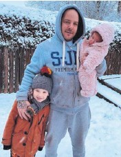 ??  ?? ●● Leah Davis sent in daughter Anya-Mae's first snow day with her daddy Mark and big brother Joshua in Stackstead­s