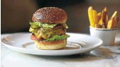 ?? Picture: Reuters/Eva Plevier ?? The R332 hamburger-to-go devised by chefs of the Waldorf Astoria hotel in Amsterdam.