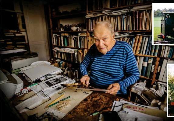 ?? FOTO: STEFAN KÄLLSTIGEN ?? TÅGENTUSIAST. I bokhyllan hemma vid Odenplan står ett gammalt Märklinlok som Björn Lüning som 7-åring tjänade ihop till en sommar när han hämtade mjölk på Viby gård varje morgon.