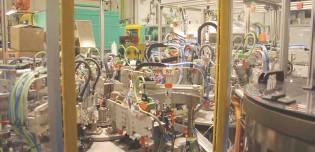 ??  ?? La compañía ha ampliado en 525m2 la zona productiva de la planta de Terrassa, añadiendo nueva maquinaria automática y semiautomática diseñada y fabricada en NIFCO con las que se dará respuesta a las crecientes necesidades de calidad y productividad. /...
