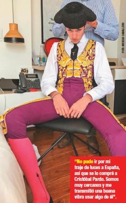 """??  ?? """"No pude ir por mi traje de luces a España, así que se lo compré a Cristóbal Pardo. Somos muy cercanos y me transmitió una buena vibra usar algo de él""""."""