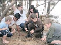?? Pictures: ZANELE ZULU ?? Children at Beachwood Mangrove Nature Reserve get close to nature.