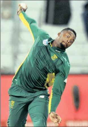??  ?? Andile Phehlukwayo during Wednesday night's second ODI against Sri Lanka in Durban.