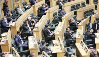 ??  ?? جانب من جلسة عقدها مجلس النواب أمس