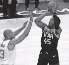 ?? JEFFREY SWINGER/USA TODAY SPORTS ?? Although not feeling 100%, Donovan Mitchell scored 45 points Tuesday.