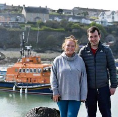 ?? Picture: Dan Linehan ?? Taking a walk in the harbour were Emily Lynch, Midleton, and Killian Harte, Cobh, at Ballycotton, Co Cork.