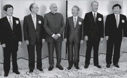 ?? — PTI ?? Prime Minister Narendra Modi ( third from left) with Japanese business leaders at a luncheon hosted by the Japan Business Federation in Tokyo on Monday.