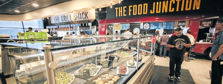 ?? Picture: Alaister Russell ?? Customers queue to buy lunch from Food Lovers Eatery Market in Sandton, Johannesburg.