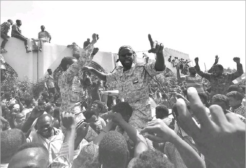 ?? Ahmed Mustafa/agence Francepresse ?? Members of the Sudanese military gather in a street in central Khartoum, celebrating after Omar albashir, one of Africa's longestserving presidents, was toppled by the army.