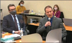 ?? (AP/Court TV) ?? Defense attorney Eric Nelson (left) listens Thursday as former Minneapolis police officer Derek Chauvin tells Judge Peter Cahill that he did not plan to testify during his trial in Minneapolis.