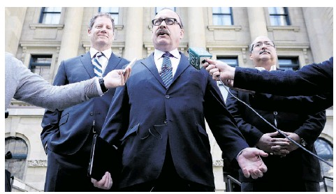 ?? LEAH HENNEL/CALGARY HERALD ?? Ric McIver, middle, has been named interim PC leader. He's flanked by MLAs Rick Fraser, left, and Richard Gotfried on Monday.