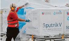 ?? FOTO REUTERS ?? Ani Sputnik V dovezený v březnu vakcinací na Slovensku nepohnul