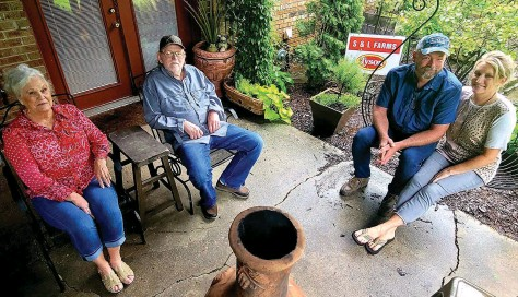 ?? (Pine Bluff Commercial/Eplunus Colvin) ?? Stefan and Lynn Draper of S&L Farms (right) were named the 2021 Jefferson County Farm Family of the year. The couple took over the farm from Lynn's parents, Jim and Judy Parker, who started raising chicks in 1985 after Jim retired from the Pine Bluff Police Department.