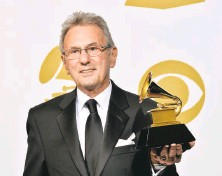 ?? Frazer Harrison / Getty Images 2014 ?? Al Schmitt holds one of his 20 Grammy Awards in 2014. He worked on more than 150 gold records, in a range of styles.