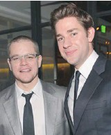 ?? ALBERTO E. RODRIGUEZ/GETTY IMAGES ?? Actors Matt Damon and John Krasinski are funny guys — but their new film about a slick salesman, Promised Land, is hardly a comedy.