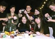 ?? RESVIA AFRILENE/JAWA POS ?? UPLOAD: Foodies Surabaya saat mencicipi sajian Ramadan di Shangri-La Hotels, Surabaya, pada Senin (14/5).