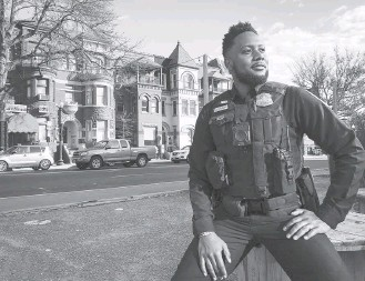 ?? THERESA VARGAS/THE WASHINGTON POST ?? Stephen Benson, 35, a D.C. police officer, patrols the 4th District, where his grandmother lived.