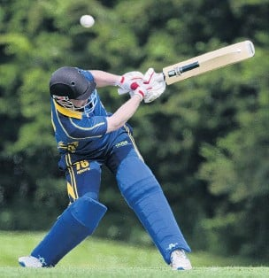 ?? PHOTO GERARD O'BRIEN ?? Having a go . . . UniversityGrange batsman Sam Darling swings at a shortpitched delivery during a premier grade match against Green Island at Sunnyvale on Saturday.