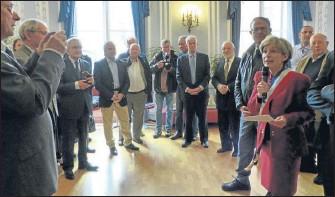 ??  ?? les élus de la ville avecla délégation Israélienne à la mairie de Montauban
