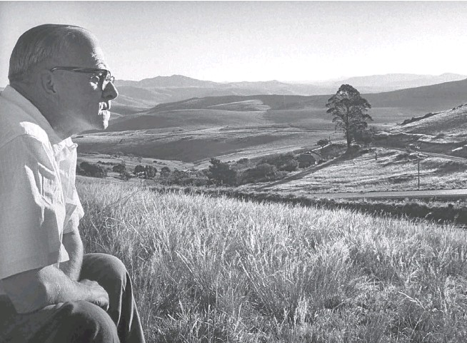 ?? Picture: Terence Spencer/ The LIFE collection of images/ Getty Images ?? LOVELY LAND Alan Paton surveys the hills and valleys around Ixopo in KwaZulu-Natal.