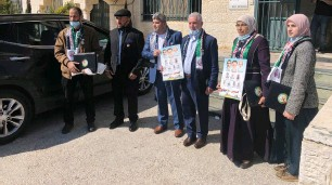 ?? (Ali Sawafta/Reuters) ?? HAMAS REPRESENTATIVES arrive in Ramallah last month to register their list for the parliamentary election.