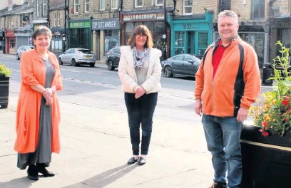 ??  ?? • Deputy Leader of RBC Councillor Jackie Oakes, Mayor of Rossendale Councillor Barbara Ashworth and Resources portfolio holder Councillor Andrew Walmsley on St James Street, which was refurbished under the THI funding secured by Rossendale Borough Council.