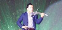 ??  ?? Guest performer - Show violinist Jake Juleous Brian Gacang