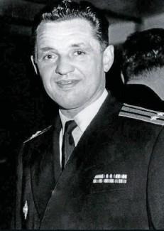 ??  ?? Yevgeny Ivanov, agregado naval adjunto de la Embajada de la Unión Soviética, pretendió recoger secretos sobre armas nucleares de Profumo a través de su romance con Christine.