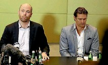 ?? PHOTO: GETTY IMAGES ?? Australian Cricket Players Association chief executive Alistair Nicholson, left, with former Australian all-rounder Shane Watson, has warned time may be running out to solve a pay dispute before the Ashes series.