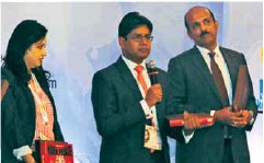 ??  ?? Rubal Jain, Director, Safexpress (centre) at the ELSC Conclave in Mumbai