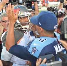 ?? JONATHAN DYER, USA TODAY SPORTS ?? Marcus Mariota outplayed Jameis Winston, left, who was the top pick of the 2015 draft, taken one spot ahead of Mariota.
