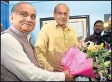 ?? SUBHANKAR CHAKRABORTY/HT ?? ▪ Anoop Chandra Pandey taking charge from outgoing chief secretary Rajive Kumar on Saturday.