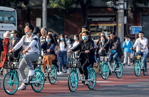 ??  ?? Riding shared bicycles to commute to and from work is common in Chinese cities.