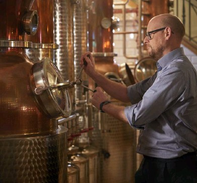 ??  ?? Whitley Neill founder Johnny Neill, above, monitors production at the City of London distillery