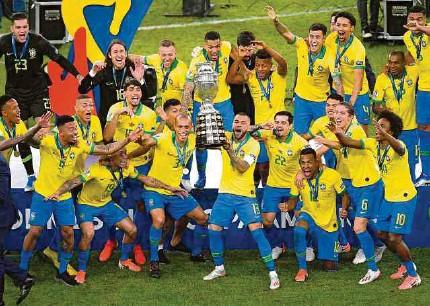 ?? AFP ?? El equipo de Brasil es el campeón vigente de la Copa América después de haber conseguido el título en condición de local.