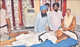 ?? SIKANDER SINGH CHOPRA/HT ?? Surat Singh Khalsa at the civil hospital in Ludhiana on Tuesday.