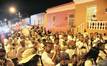 ?? African News Agency (ANA) ?? HUNDREDS were entertained by Malay choirs participating in the annual Night March Street Parade on Monday in the Bo-Kaap. | HOUGH