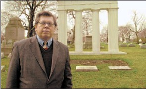 ?? BRIAN JACKSON~SUN-TIMES ?? Al Walavich is a tour guide and an expert on Graceland Cemetery where many notable Chicagoans are buried.
