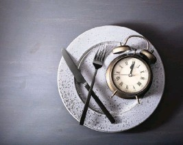 ?? Dreamstime/TNS ?? Intermittent fasting is a way to lose weight by not eating (or eating very little) on certain days or fasting at certain times of the day.