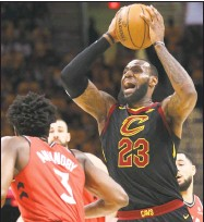 ??  ?? LeBron James, right, looks to pass around the Raptors' OG Anunoby last Monday.